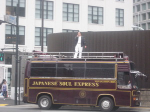 東京駅丸の内口での停止演説