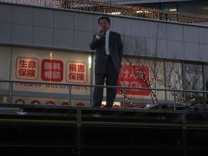 夕暮れの有楽町駅での停止演説