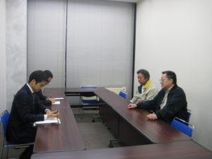 外務省担当官と会談